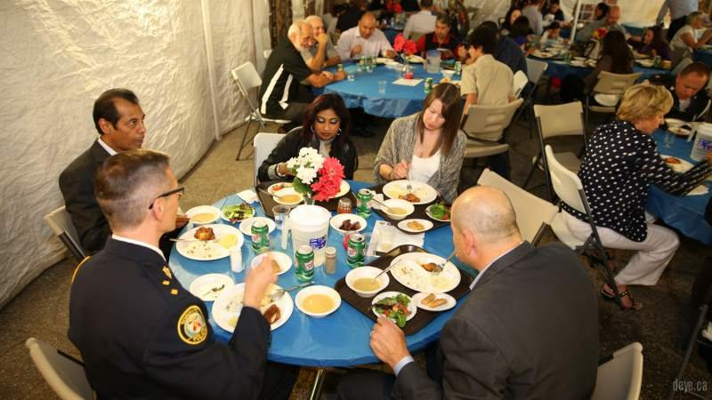 iftar-dinner-with-toronto-police010-jpg